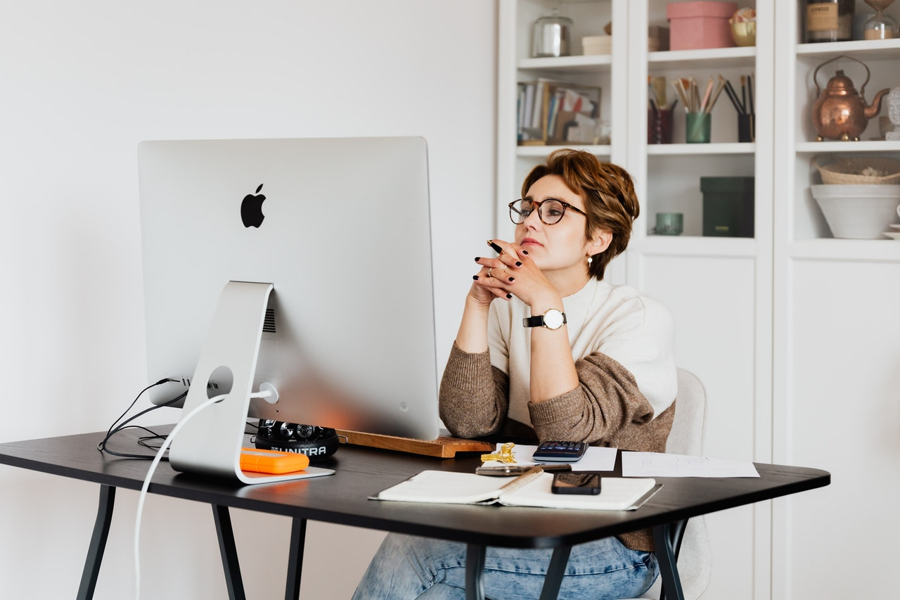 https://www.pexels.com/photo/focused-female-employee-reading-information-on-computer-in-office-4491443/